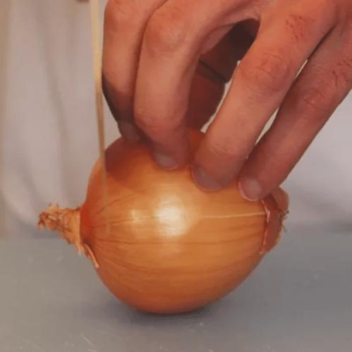 bien-couper-un-oignon
